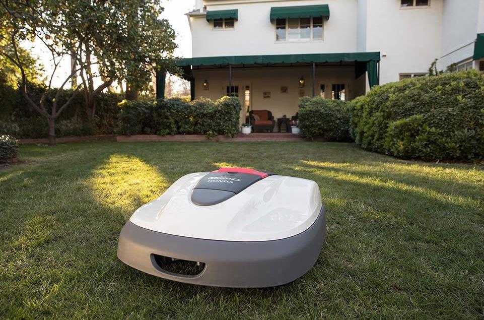 Honda Miimo in front lawn